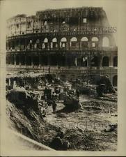 1932 Press Photo Excavating Coliseum, Rome Italy - sbz02464