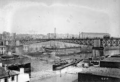 """1911 - Brest, le pont tournant et le vaisseau école """"Le Borda"""". Photographie de presse : Agence Rol"""