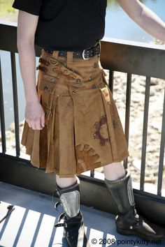 Awesome steampunk kilt.  I wonder what a steampunk set of bagpipes would look like...?