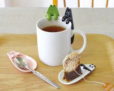ANIMAL TEA BAG TRAY. I need a cat for work!