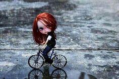 #lluvia #bicicleta #muñeca #rain #bike #Doll #Blythe
