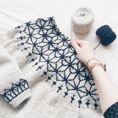 Ravelry: Tensho Pullover (Artist) pattern by Beatrice Perron Dahlen Fair Isle Knitting Patterns, Easy Knitting Projects, Sumi Ink, Quick Knits, Knit Fashion, Hand Knitting, Needlework, Diy And Crafts, Knit Crochet