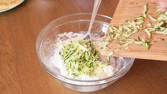 Realizzate tutte le crespelle, prepariamo la nostra farcitura: in una ciotola uniamo la ricotta e le zucchine tagliate a julienne. Mescoliamo bene con una forchetta. Ricotta, Pasta, Cabbage, Grains, Rice, Gnocchi, Vegetables, Vegetarian, Oven