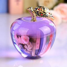 Crystal Apple Paperweight Wedding Decoration Crystal Ball Craft Christmas Gifts for Kids Cristal Art, Diy Cadeau Noel, Crystal Aesthetic, Glas Art, Christmas Crafts For Gifts, Glass Figurines, All Things Purple, Colorful Wallpaper, Crystal Ball