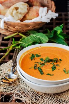 Carrot and ginger soup Roasted Carrot Soup, Creamy Carrot Soup, Carrot Ginger Soup, Roasted Carrots, Veggie Recipes, Soup Recipes, Cooking Recipes, Healthy Recipes, Healthy Cooking