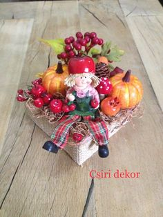 Őszi asztaldísz Fall Wreaths, Christmas Wreaths, Christmas Arrangements, Fall Decor, Holiday Decor, Artificial Flowers, Decoration, Centerpieces, Projects To Try