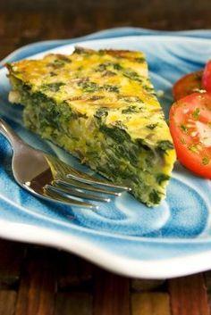 Un rico quiche de queso y huevo con espinacas. Perfecto para una dieta baja en carbohidratos ya que sólo lleva 2 cucharadas de harina. 125 calorías por rebanada!