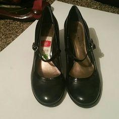 New Bandolino ladies heels Black ladies heals Bandolino Shoes Heels