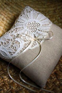 New Crochet Pillow Vintage Lace Doilies Ideas Antique Lace, Vintage Lace, Vintage Pink, Irish Crochet, Crochet Lace, Doilies Crochet, Crochet Motif, Lace Ring, Burlap Crafts