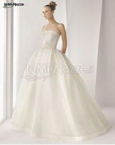 http://www.lemienozze.it/gallerie/foto-abiti-da-sposa/img25038.html Abito da sposa con ampia gonna