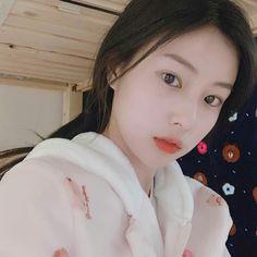 Yu Jin, Japanese Girl Group, Beautiful Fairies, The Wiz, No One Loves Me, Korean Girl Groups, One Pic, Kpop Girls, Idol