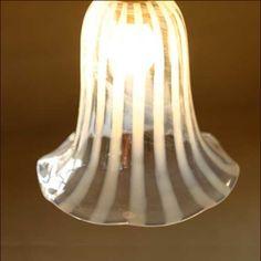 在庫限り!ミルクグラスランプシェード リリーストライプ - SELFISH +NET SHOP+ | おしゃれな照明・天然木の家具・かわいい雑貨 | セルフィッシュ