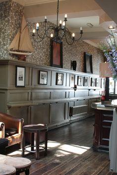 Millwork wainscot ledge for nic-nacs. Design Café, Cafe Design, Pub Bar, Cafe Bar, Pub Interior, Interior Design, Restaurant Design, Restaurant Bar, Irish Pub Decor