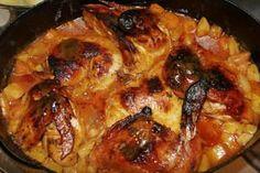 """Tondovo kuře podle """"Bohdalky"""" :) Čtvrtky kuřete, cibule, česnek, mrkev, celer, petržel, kečup, rajský protlak, sůl,cukr, provensálské koření  POSTUP PŘÍPRAVY  Kuře naporcujeme, osolíme, opepříme. Pekáček vymažeme olejem, dno posypeme cibulí nakrájenou na kolečka, na plátky nakrájenou mrkví, petrželí a celerem. Na zeleninu dáme kuře. Posypeme prolisovaným česnekem a cukrem. Pomažeme protlakem, zalijeme kečupem a posypeme provensálským kořením. Nakonec trošku podlijeme vodou a dáme péct do…"""