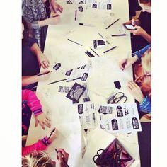 """Instagram @happymakersblog's photo: """"Knap hoor, uiterste concentratie tijdens een drukke beursdag. Workshop etiketten schrijven van @paper_fuel.  #handlettering #workshop #flavlive #papieratelier"""""""