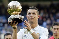 Ronaldo was honoured before kick-off Cristiano Ronaldo Shirtless, Cristiano Ronaldo Hd Wallpapers, Real Madrid Players, Living Legends, Football Soccer, Granada, Jr, Christmas Bulbs, Europe