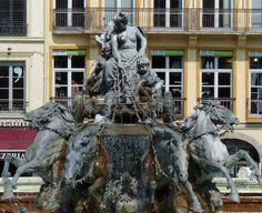 Frédéric Auguste Bartholdi Fontaine Bartholdi (1892) Sculpture en plomb (21 tonnes) Place des Terreaux Lyon - France