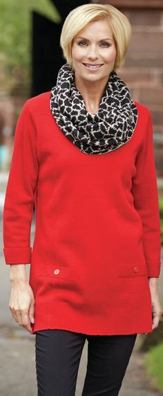 This is a good example of the type of tunic top you should wear over your leggings if you're an older women - article