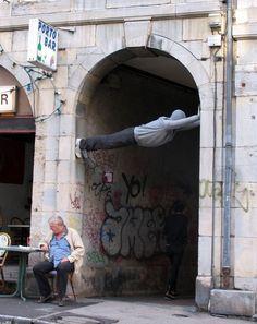 Aitojen ihmisten näköinen katutaide hämmentää maailmalla | Vivas  amazing street art !