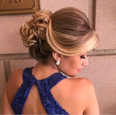 "image by Sonia Lopes ( with caption : ""Amooo 💙 ✨ . Fancy Hairstyles, Bride Hairstyles, Quinceanera Hairstyles, Wedding Hair Inspiration, Grunge Hair, Bridesmaid Hair, Hair Dos, Ombre Hair, Hair Trends"