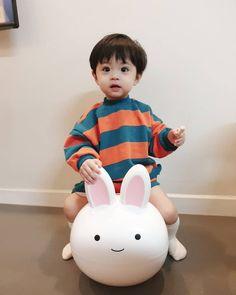 Popular Ideas for korean baby fashion boy Cute Baby Boy, Cute Little Baby, Baby Love, Cute Kids, Dad Baby, Cute Asian Babies, Korean Babies, Asian Kids, Cool Baby Clothes