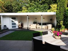 Tuinhuis met veranda IJssel 14 (afmeting 8,5 x 3,5 meter)  Afmetingen 8.50 m. x 3.50 m. Tuinhuis 2.00 m. x 3.00 m. met voorluifel van 0.50 m. en veranda van 6.50 m. x 3.50 m. Hoogte ca. 2.50 m.  Uitgevoerd met een plat dak en 4- vlaksdeur.  Standaard met boeiboorden van rabat. Outside Living, Outdoor Living Areas, Outdoor Rooms, Outdoor Dining, Outdoor Furniture Sets, Outdoor Decor, Garden Entrance, Garden Gazebo, Pergola