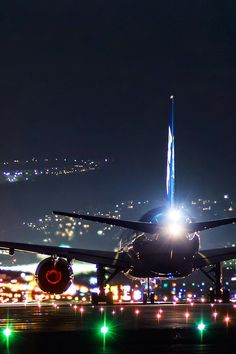 Most Amazing night photos Airplane Photography, Amazing Photography, Nature Photography, Travel Photography, Foto Glamour, Photo Avion, Airplane Wallpaper, Cool Pictures, Beautiful Pictures