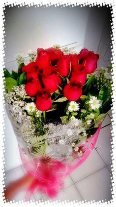No solo es regarlar flores, cuenta mas el como las regalas, así sea solo una. El detalle no es el objeto...