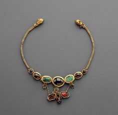 Phoenix Ancient Art brings some examples of Hellenistic Jewelry. Hellenistic Gold Butterfly Necklace.