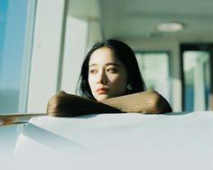 Hideaki Hamada / Photographer based in Osaka, Japan Fashion Photography Inspiration, Portrait Inspiration, Portrait Acrylic, Japanese Film, Japanese Sweets, Japanese Photography, Pose Reference Photo, Aesthetic People, How To Pose