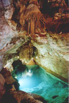 Les Grottes de Trabuc, tout près d'Anduze, sont connues depuis la plus haute antiquité. On y a découvert des ossements et des outils qui prouvent que ces grottes ont été habitées à l'époque préhistorique