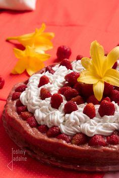 rośliny jadalne: Tort truskawkowo-liliowcowy.