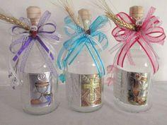 Usa estas fáciles ideas para decorar botellas para tu primera comunión. Decora botellas de vino o de vidrio desde tu casa con estos consejos.