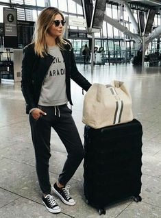 Travel style flight outfit, airport outfit long flight, airport outfits, co Summer Airplane Outfit, Airplane Outfits, Airplane Fashion, Comfy Travel Outfit, Travel Outfit Summer, Comfy Airport Outfit, Airport Outfit Long Flight, Airport Chic, Summer Airport Outfit