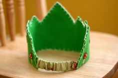 Frontier Dreams: Wool Felt Birthday Crown Tutorial    I like the back on this one.