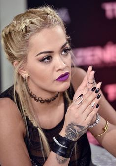 Rita Ora Purple Lips Makeup Look Rita Ora, Keke Palmer, Teyana Taylor, Vanessa Hudgens, Jeremy Scott, Moda Fashion, Oras, Woman Crush, Pretty Woman