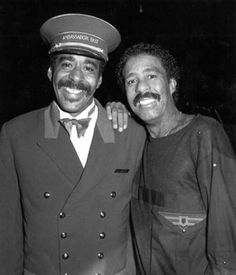 Richard Pryor with his doppleganger at the Pump Room Ambassador East Hotel 1980s   Rare and beautiful celebrity photos