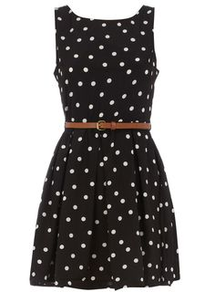 Pretty polka dots...not sure which I love more: polka dots or stripes. Such a cute dress.