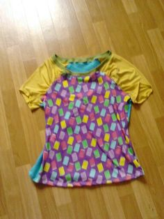T-Shirt für Bücherwürmer aus einem selbst entworfenen Stoff'n-Stöffchen