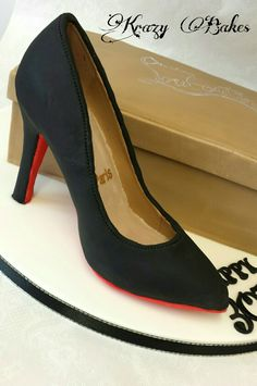 Louboutin shoe replica. Shoe covered in sugarpaste