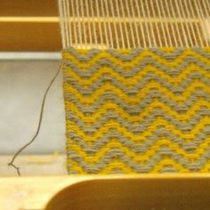 Weaving yellow and grey Loom Weaving, Hand Weaving, Lucet, Shibori, Textiles, Embroidery, Rugs, Yellow, Grey
