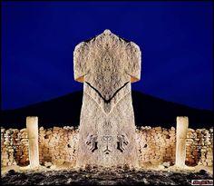 Gobekli Tepe: il sito Archeologico più Misterioso al Mondo - PMR Ancient Aliens, Ancient History, Site Archéologique, Blue Green Eyes, Arte Tribal, Sumerian, Ancient Mysteries, Stonehenge, Archaeological Site