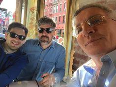 Max Gómez Canle, Esteban Tedesco y su gato Alexis Minkiewicz hicieron juntos un viaje a EEUU y antes de ayer estuvieron en el Guggenheim sacándose selfies. Por supuesto el activo acá es Max (imagin...