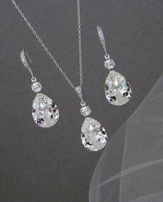 Cool 40 Stunning Diamond Wedding Jewelry Sets Trends Ideas. More at https://wear4trend.com/2018/02/25/40-stunning-diamond-wedding-jewelry-sets-trends-ideas/