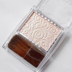 How To Apply Makeup With A Porcelain Finish – Fashion Trends Clear Nail Polish, Clear Nails, Putting On Makeup, Beauty Kit, Oily Hair, Healthy Nails, Beauty Regimen, Fake Eyelashes, Pencil Eyeliner