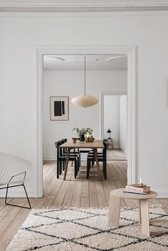 Dining room furniture ideas that are going to be one of the best dining room design sets of the year! Get inspired by these dining room lighting and furniture ideas! Dining Room Design, Interior Design Kitchen, Home Design, Interior Decorating, Hall Interior, Danish Interior Design, Design Ideas, Decorating Ideas, Modern Design