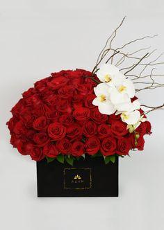 Increíble arreglo de 100 rosas rojas. Elige entre la versión pura y la versión de lujo con #orquideas. Flores para mamá - La incondicional.