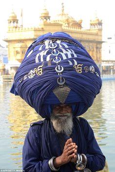 Indian religious warrior wears 300m-long turban for Sikh festival.