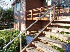 32 DIY Deck Railing Ideas & Designs That Are Sure to Inspire You - Interior Pedia Porch Handrails, Exterior Stair Railing, Outdoor Handrail, Deck Stair Railing, Pipe Railing, Front Porch Railings, Deck Railing Design, Deck Design, Railing Ideas