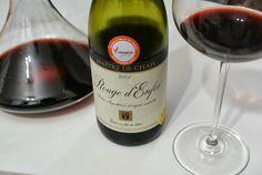Sabia que a Suíça faz vinhos? E que eles são muito bons? Este Rouge d'Enfer é um corte de uvas suíças e internacionais, produzido no cantão de Valais, a principal região produtora do país.